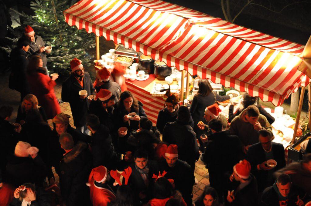 Privater Weihnachtsmarkt von oben